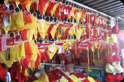 Ropa interior amarilla y roja
